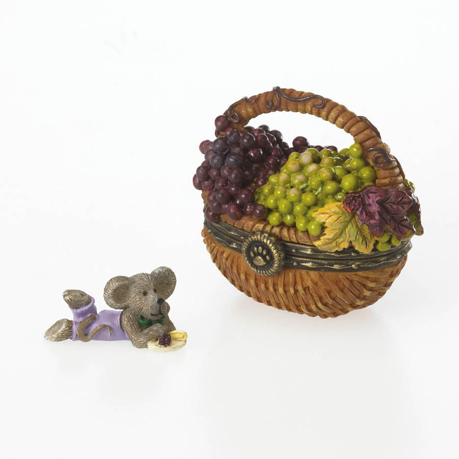 Concorde's Grape Basket With Frenchie Mcnibble Boyds Bear