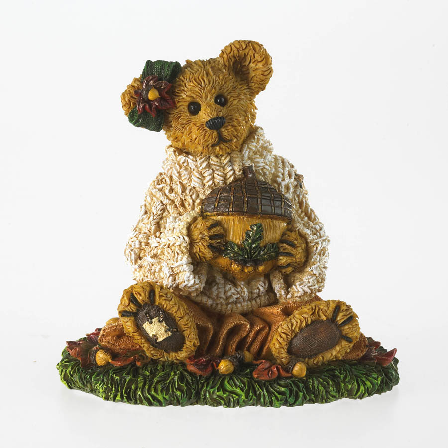 Cornelia Autumnbeary... Acorns Galore! Boyds Bear