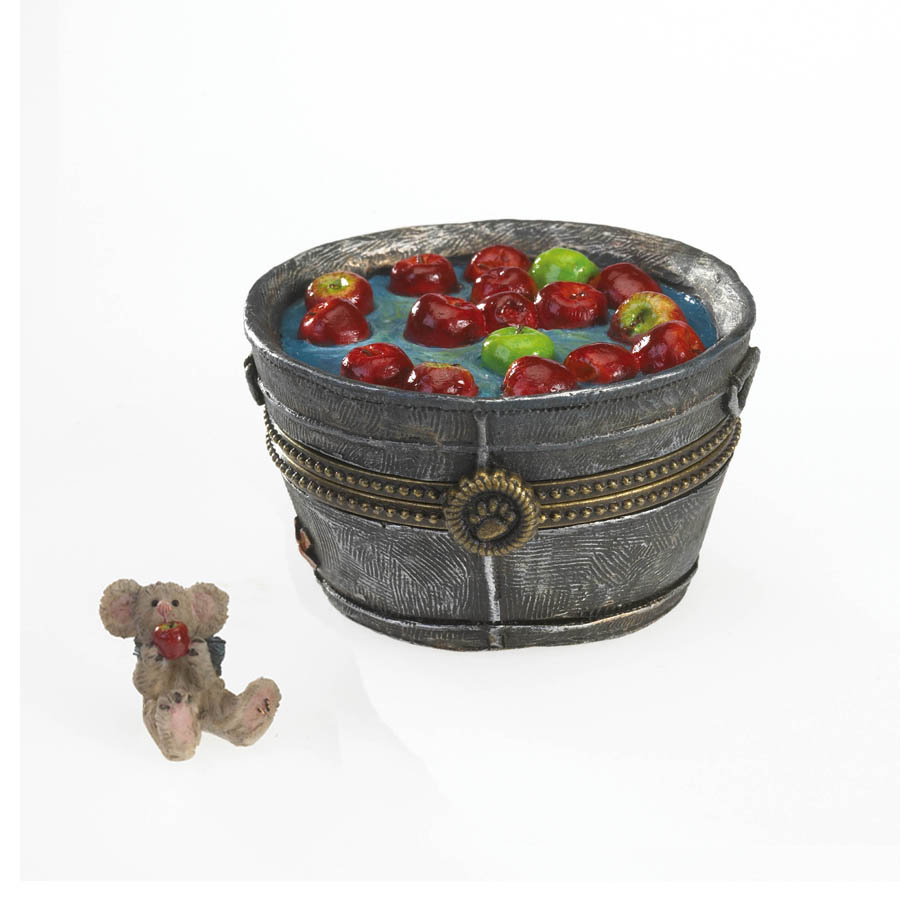 Granny Smith's Apple Bobbin' Bucket With Macintosh Mcnibble Boyds Bear