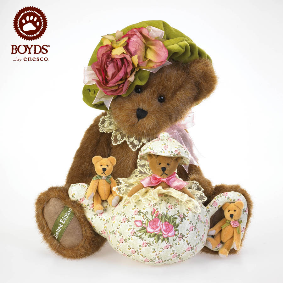 Hattie Teabeary With Chami, Pekoe And Earl Boyds Bear